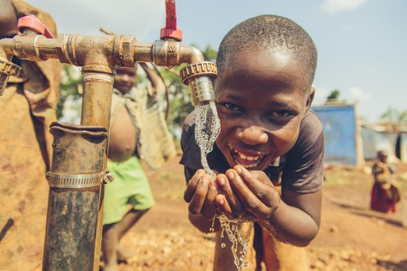 Solar energy powers clean water, business opportunities for refugees