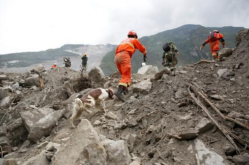 Landslide buries Chinese village