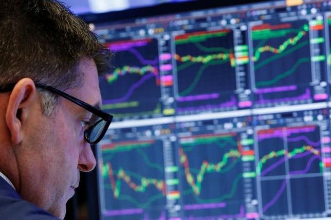 6月27日の米国株式市場は、主要株価指数が下落して取引を終えた。NY証取で撮影(2017年 ロイター/Lucas Jackson)