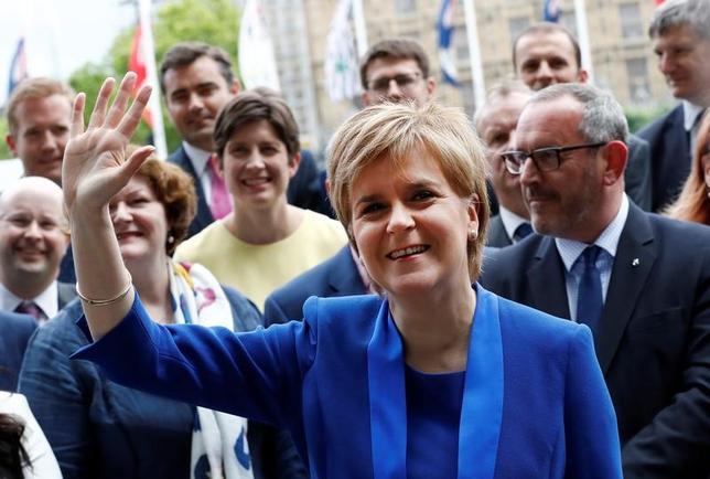 6月27日、スコットランド自治政府のスタージョン首相(写真)は、英国からの独立の是非を問う2度目の住民投票について、英国の欧州連合(EU)離脱の条件が明らかになるまで実施を延期すると表明した。ロンドンで12日撮影(2017年 ロイター/Stefan Wermuth)