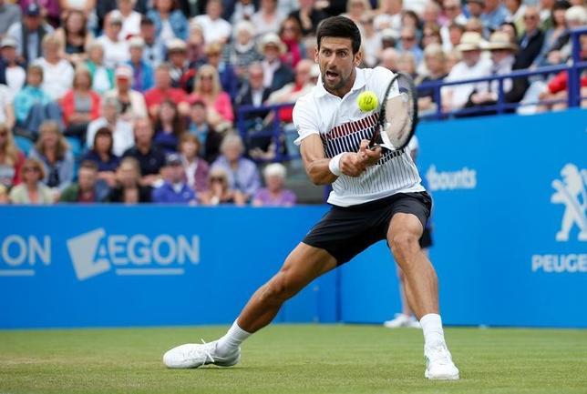6月30日、テニスのエイゴン国際、男子シングルス準決勝で第1シードのノバク・ジョコビッチ(写真)がダニール・メドベデフを6─4、6─4で下し、決勝に進出した(2017年 ロイター)