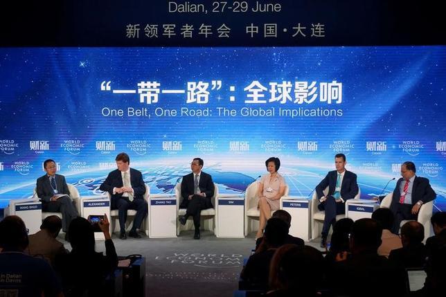 6月30日、中国の大規模インフラ計画「一帯一路」に、投資家はまだ乗り気ではない。中国・大連で開催された夏季ダボス会議で28日撮影。提供写真(2017年 ロイター/China Stringer Network)