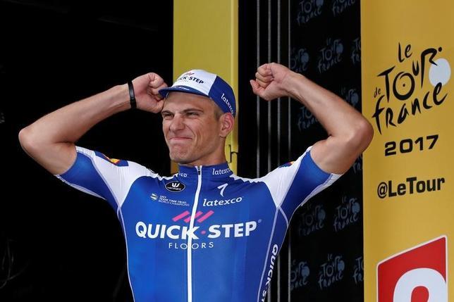 7月2日、自転車ロードレースの最高峰、第104回ツール・ド・フランスはドイツのデュッセルドルフから203.5キロ先のリエージュ(ベルギー)を目指す第2ステージを行い、新城幸也は23位。写真はステージ制覇したマルセル・キッテル(2017年 ロイター/Benoit Tessier)
