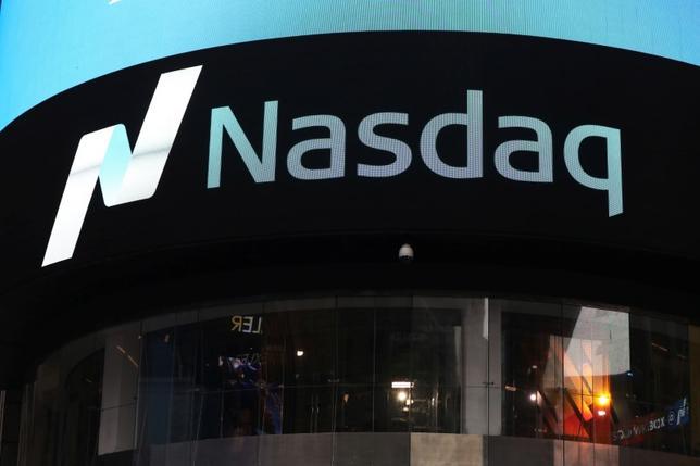 7月3日、引け後の米ニューヨーク株式市場で、ナスダックに上場する複数の主要銘柄の株価が一部ウェブサイト上で異常な値動きを見せた。写真はニューヨークで4月撮影(2017年 ロイター/Shannon Stapleton)