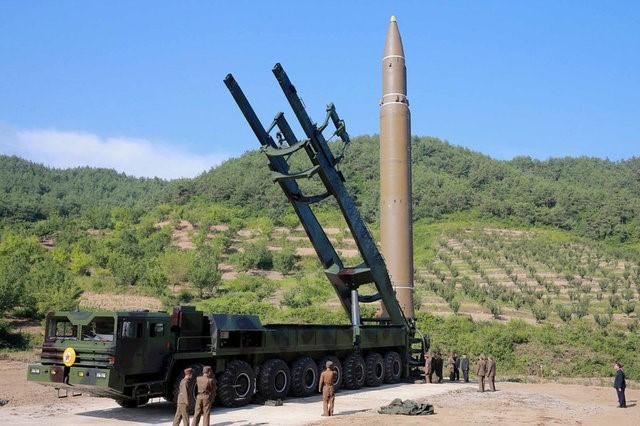 Coreia do Norte diz que míssil balístico pode levar ogiva nuclear; EUA pedem ação global