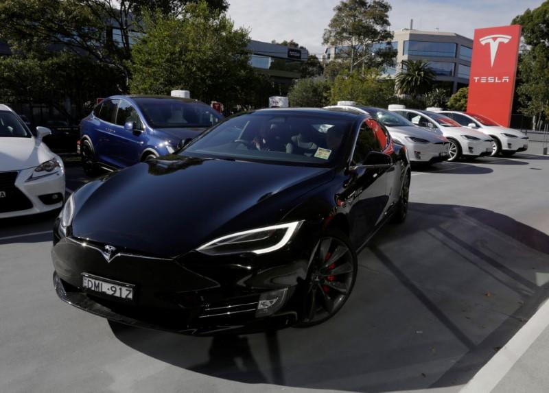 Tesla shares drift lower as Model S fails to ace some safety tests