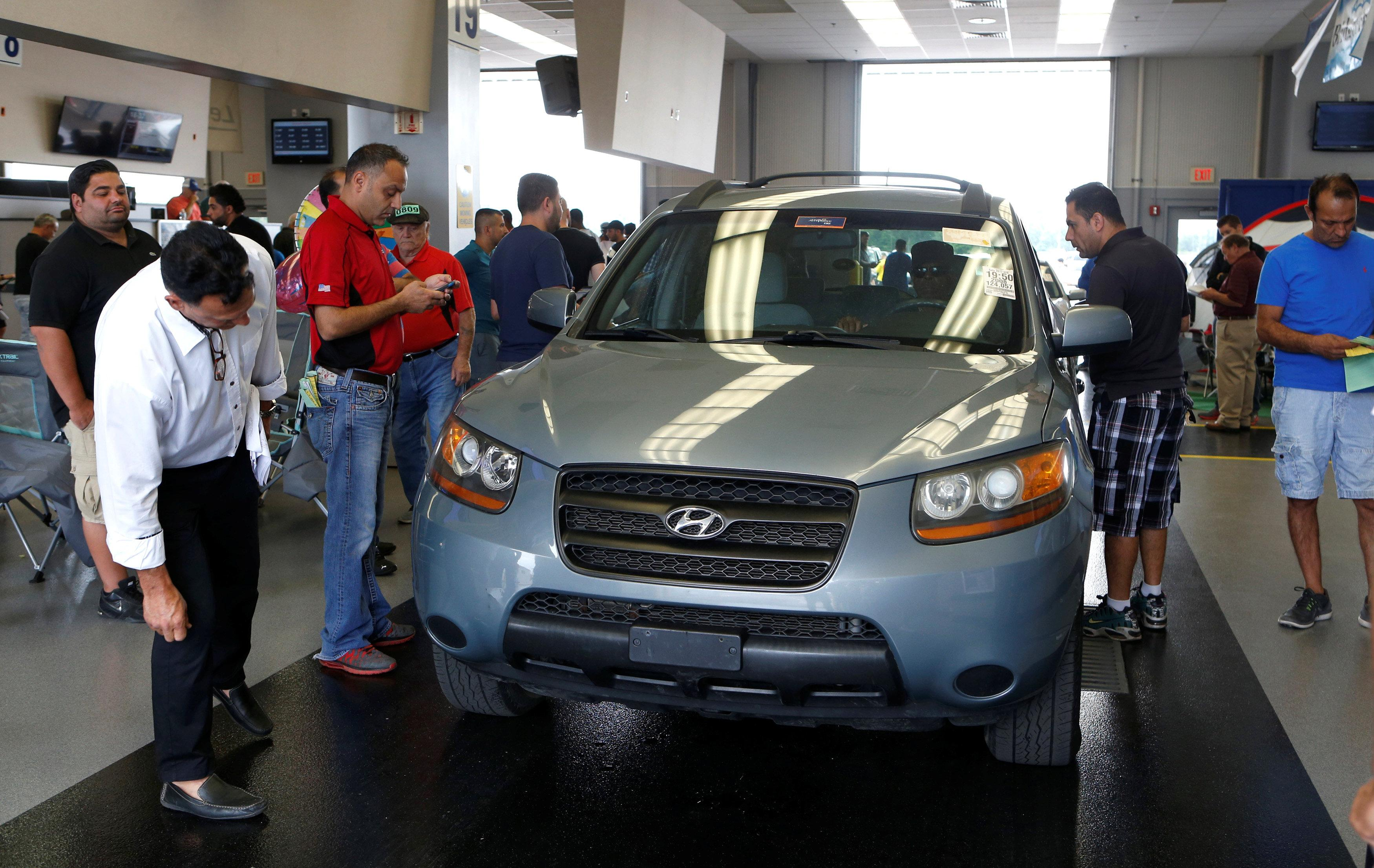 Let's make a deal: Automakers, U S  auctions align to prop up used