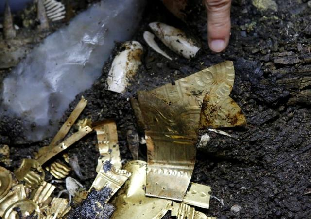 Exclusive Aztec Golden Wolf Sacrifice Yields Rich Trove In Mexico