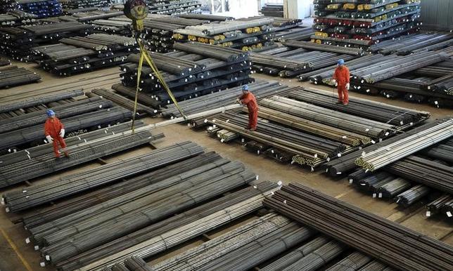 7月10日、中国国家統計局が発表した6月の生産者物価指数(PPI)は前年同月比5.5%上昇と、予想と一致した。写真は鉄筋の工場、遼寧省大連で2015年10月撮影。提供写真(2017年 ロイター/China Daily)