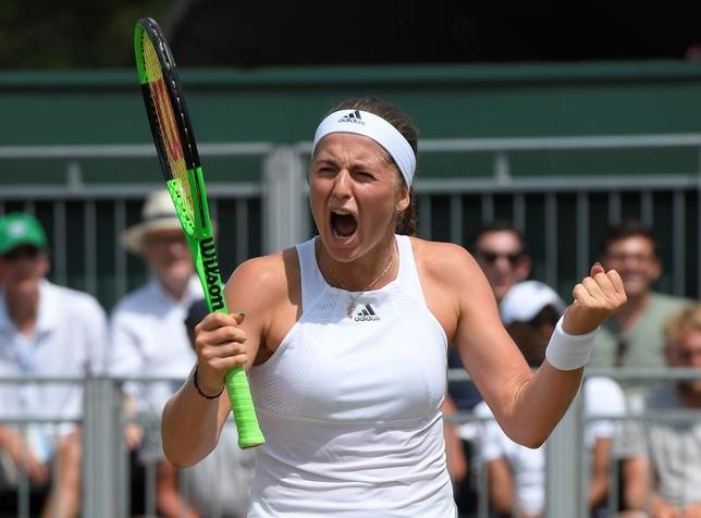 7月10日、テニスのウィンブルドン選手権、女子シングルス4回戦、全仏オープン王者で第13シードのエレナ・オスタペンコ(写真)が第4シードのエリナ・スビトリナを6─3、7─6で下した(2017年 ロイター/Toby Melville)