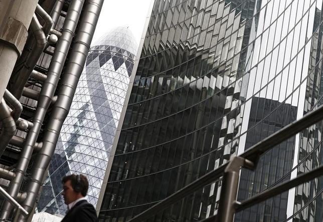7月11日、英国の人材派遣大手ペイジ・グループのスティーブ・インガム最高経営責任者(CEO)は英国の求人市場が今後2年間低迷する可能性があるとの認識を示した。写真はロンドンの金融街で2014年2月撮影(2017年 ロイター/Eddie Keogh)
