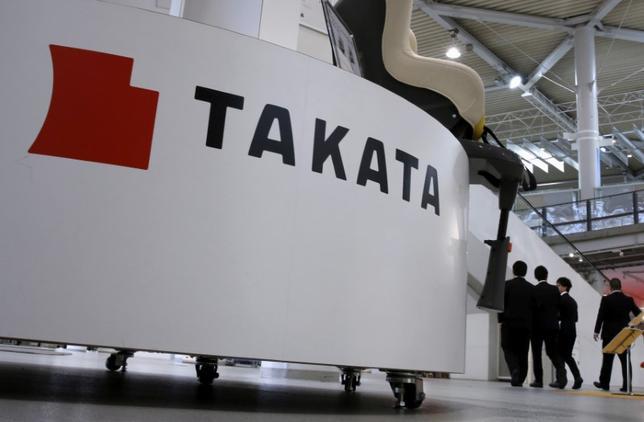 7月11日、米運輸省道路交通安全局は、タカタ製エアバッグについて新たな検査の結果、さらに270万件のインフレーターの欠陥が見つかり、フォード・モーター、日産自動車、マツダの各社で追加のリコール(回収・無償修理)が必要になると発表した。写真はタカタのロゴ、2015年11月都内で撮影(2017年 ロイター/Toru Hanai)