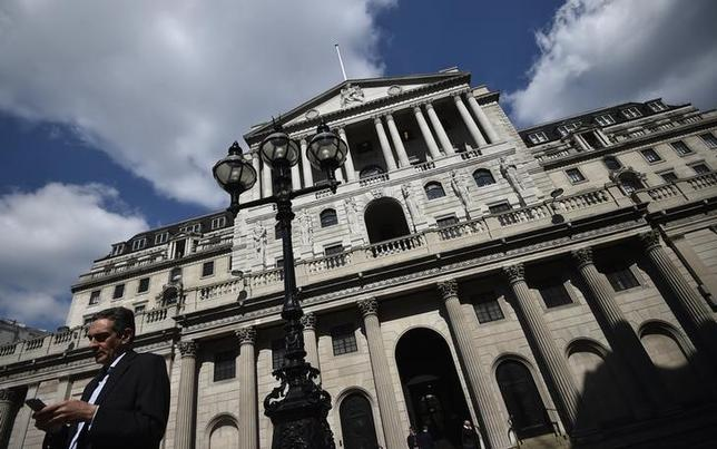 7月12日、イングランド銀行(英中央銀行)のブロードベント副総裁は、まだ利上げの準備はできていないと述べ、早期利上げの可能性が低いことを示唆した。写真は英中央銀行のビル。ロンドンで4月撮影(2017年 ロイター/Hannah Mckay)