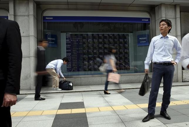 7月13日、寄り付きの東京株式市場で、日経平均株価は前営業日比78円90銭高の2万0177円28銭となり、反発して始まった。都内で2015年9月撮影(2017年 ロイター/Issei Kato)