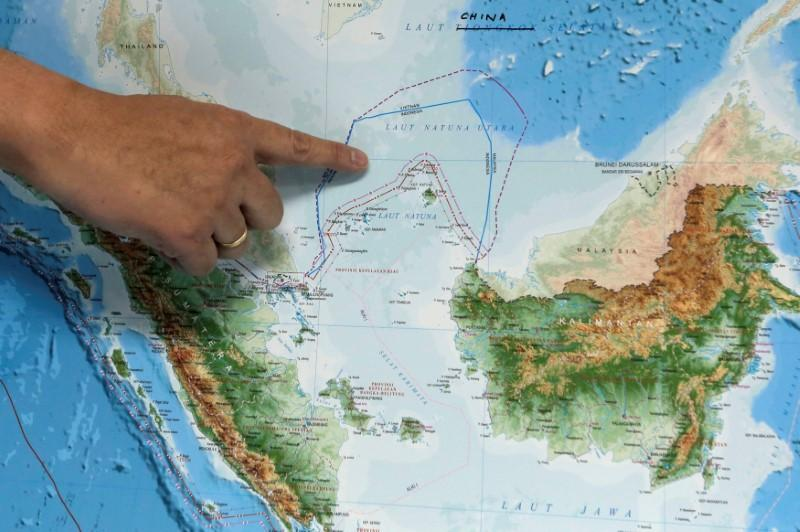Asserting sovereignty indonesia renames part of south china sea indonesias deputy minister for maritime affairs arif havas oegroseno points at the location of north natuna sea on a new map of indonesia during talks with gumiabroncs Image collections