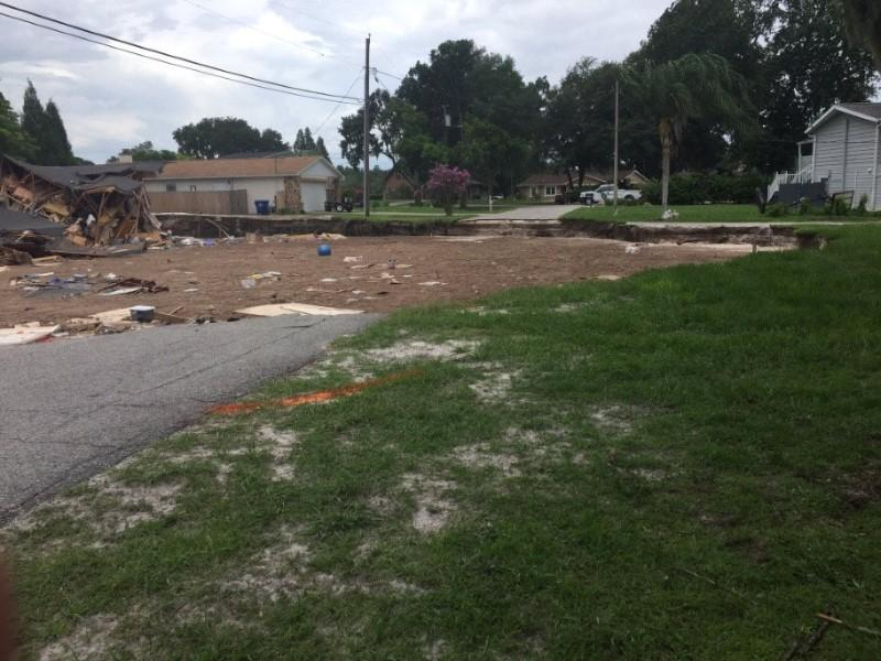Florida Sinkhole Swallows Two Homes Threatens Others Reuters