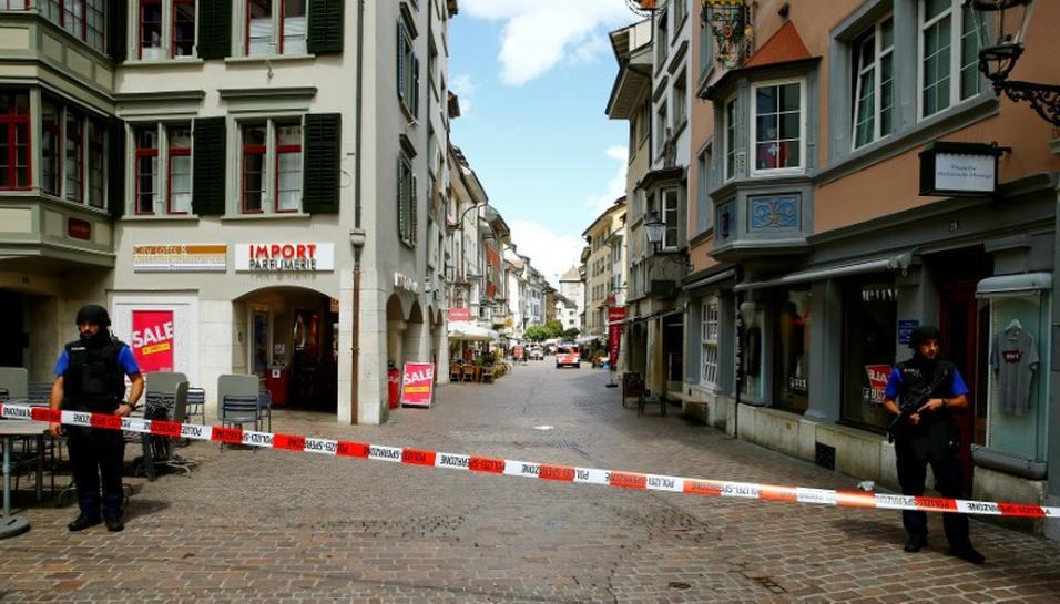 011b056f8 cbs46.com Chainsaw attacker targets insurer in Swiss rampage