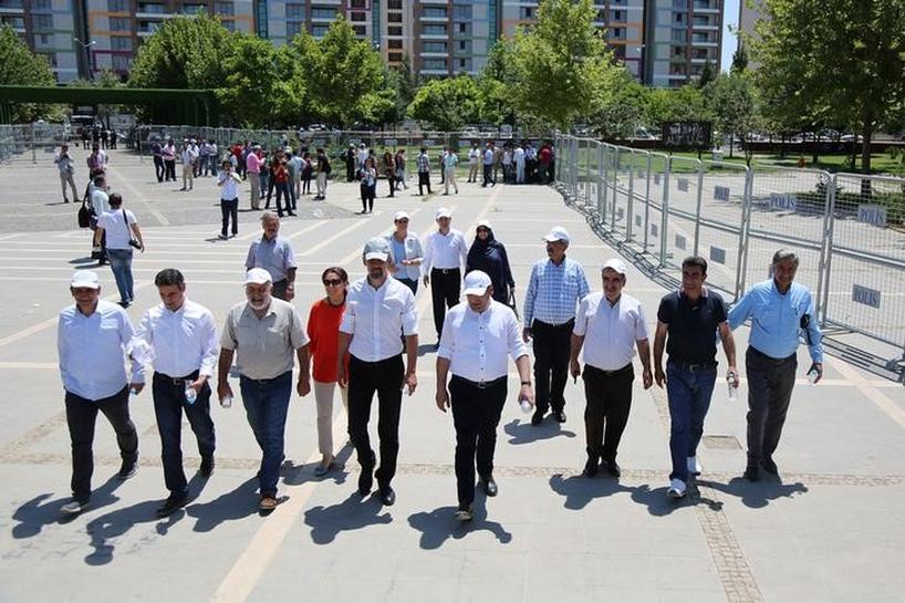 Pro-Kurdish party launches protests against Turkish crackdown | Reuters