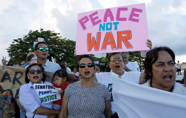 Local residents chants slogans during a peace rally at Chief Quipuha Park, on the island of Guam, a U.S. Pacific Territory, August 14, 2017. REUTERS/Erik De Castro