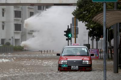 Typhoon Hato slams Hong Kong
