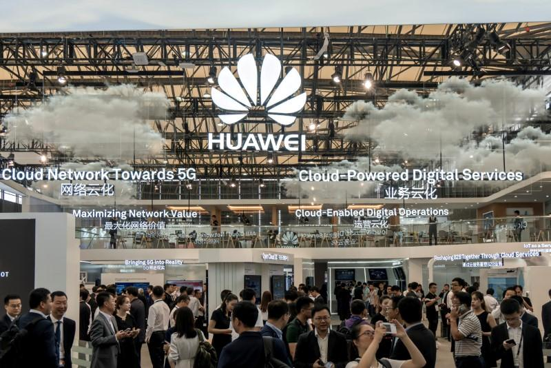 Huawei unveils faster phone chip it says can beat Apple, Samsung