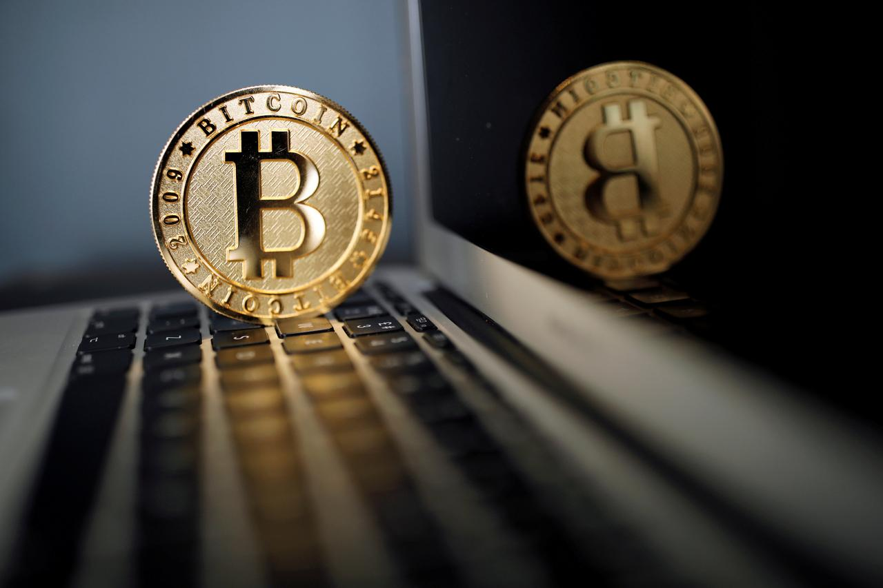 Bitcoin tumbles on report China to shutter digital currency