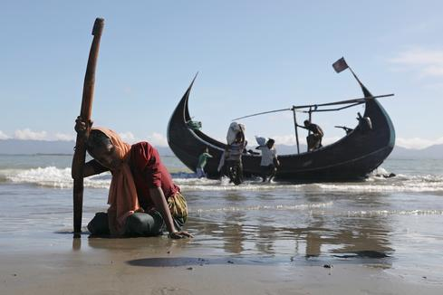 Rohingya refugees reach land
