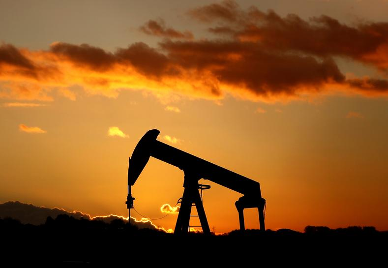 Oil rises on tighter U.S. market, strong China imports