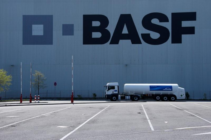 BASF to buy seeds, herbicide businesses from Bayer for $7 billion