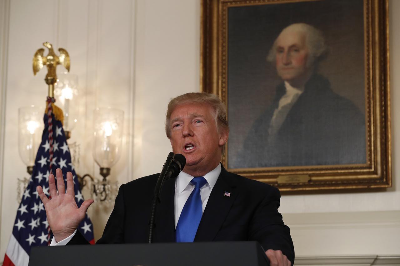 Ông Donald Trump giáng đòn mạnh vào thỏa thuận hạt nhân Iran - Ảnh 1.