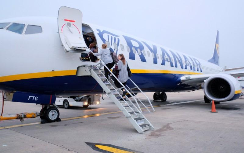Passengers board a Ryanair flight at Stansted Airport, Britain, October 12,  2017. Picture taken October 12, 2017 REUTERS/Hannah McKay