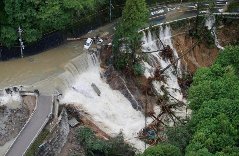 Weakening typhoon Lan passes near Tokyo, at least two killed