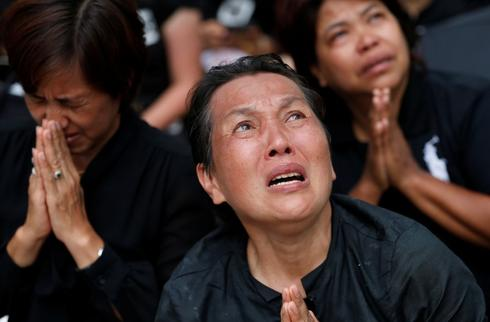 Extremes of devotion mark last goodbye to Thai king