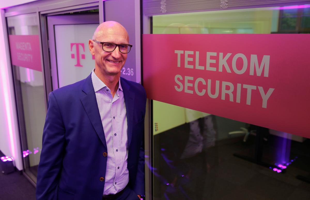 telekom ceo argues for strong no 3 player in u s wireless market newspaper reuters. Black Bedroom Furniture Sets. Home Design Ideas