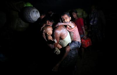 Rohingya flee under cover of darkness