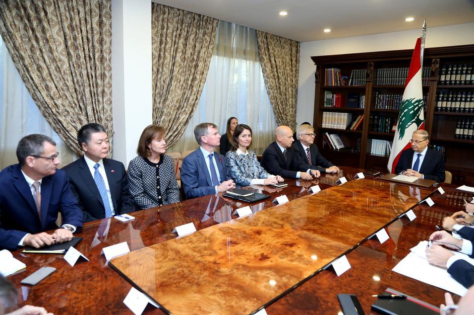 Il presidente libanese Aoun incontra gli ambasciatori dei Paesi del Gruppo Internazionale di Supporto per il Libano del Consiglio di Sicurezza. Credits to: Dalati Nohra/Reuters.