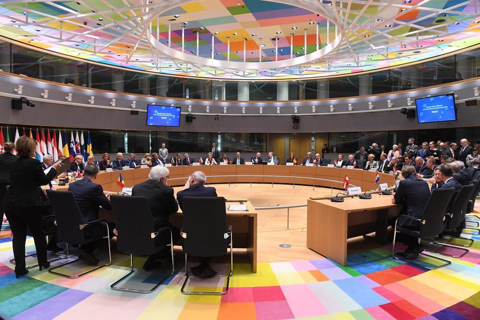 EU signs defense pact in decades-long quest - Reuters