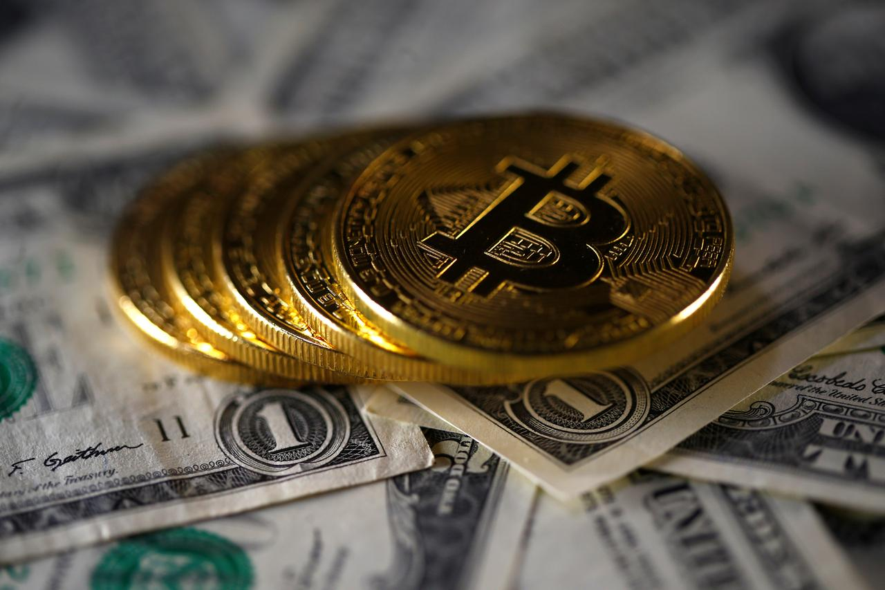 Bitcoin claws back over 1000 after losing almost a third of value bitcoin claws back over 1000 after losing almost a third of value ccuart Images
