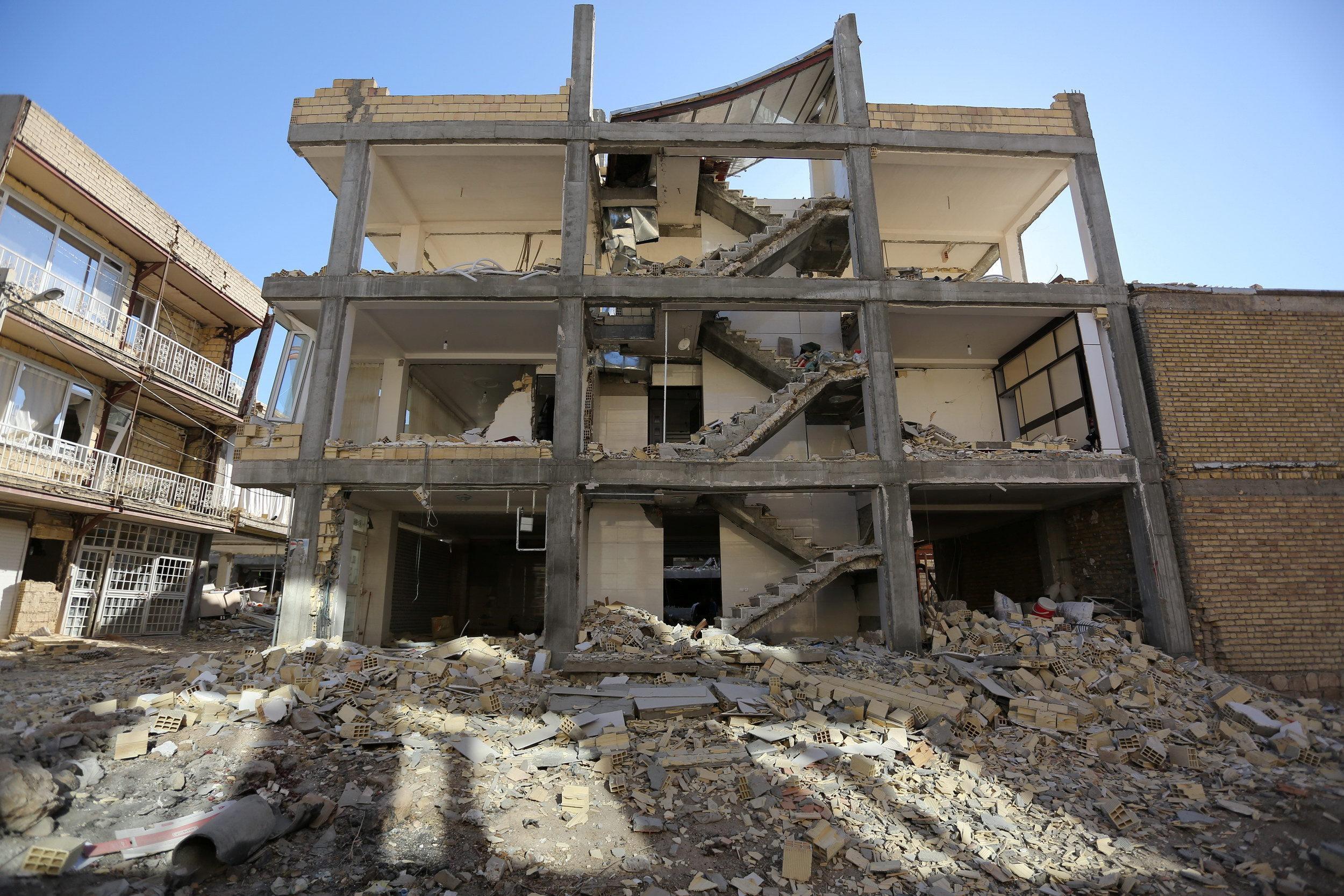 Iran quake survivors complain of slow aid effort, battle