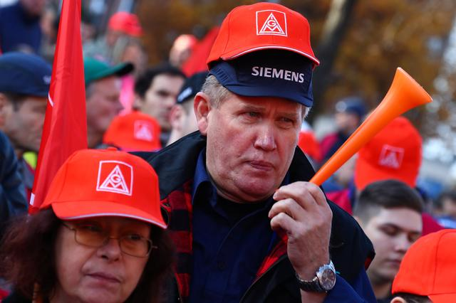 Nearly 2,000 Siemens employees protest against job cuts