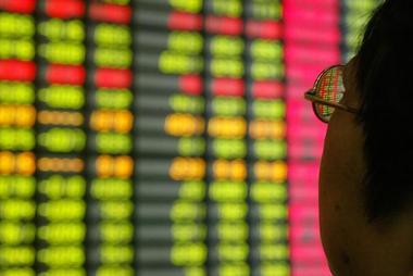 焦点:中国A股重挫逾2%创近一年最大跌幅 蓝筹股获利回吐压力加大