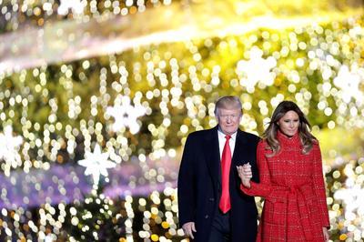 Trump lights the National Christmas Tree