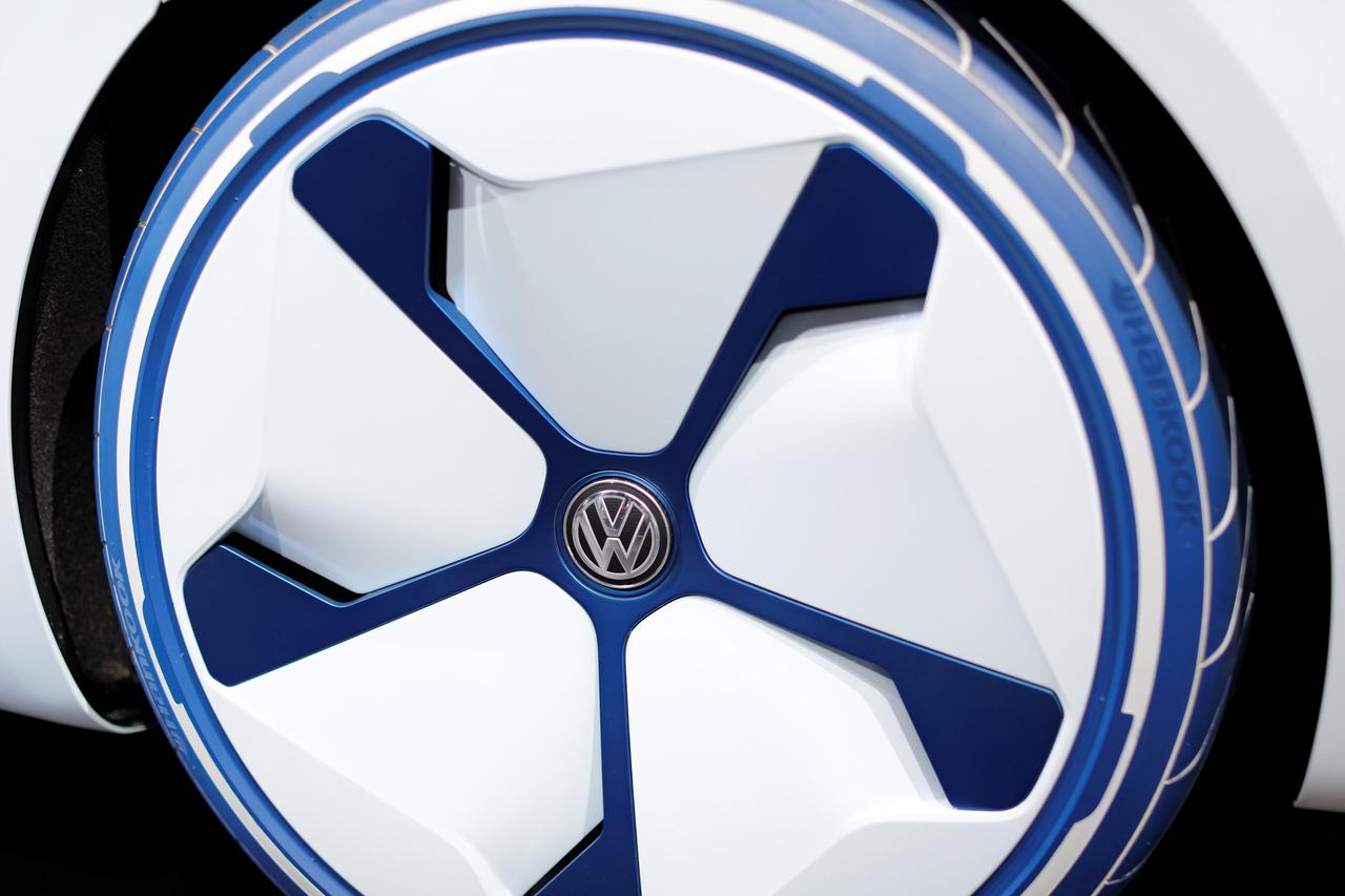 exclusive vw in talks to buy stake in russia s gaz sources reuters