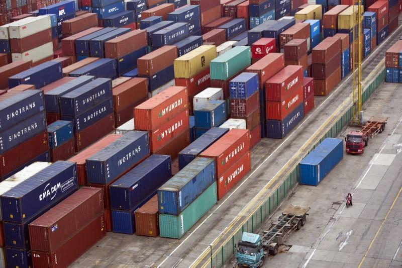 Hasil gambar untuk China exports growth hits eight-month high, imports defy pollution curbs