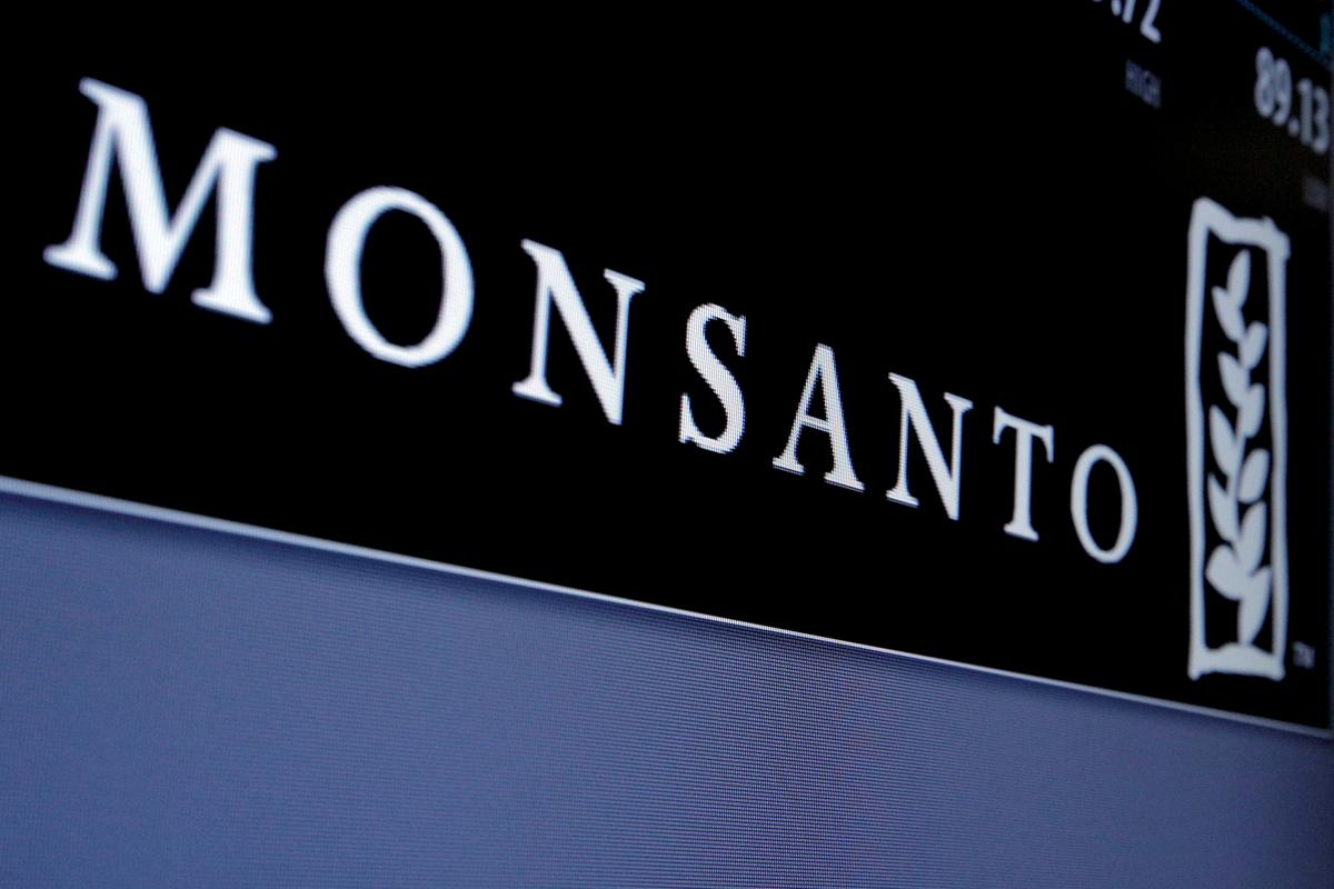 Monsanto offers cash to U S  farmers who use controversial