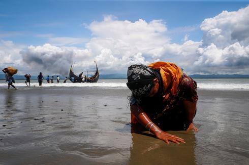 Rohingya refugees reach land