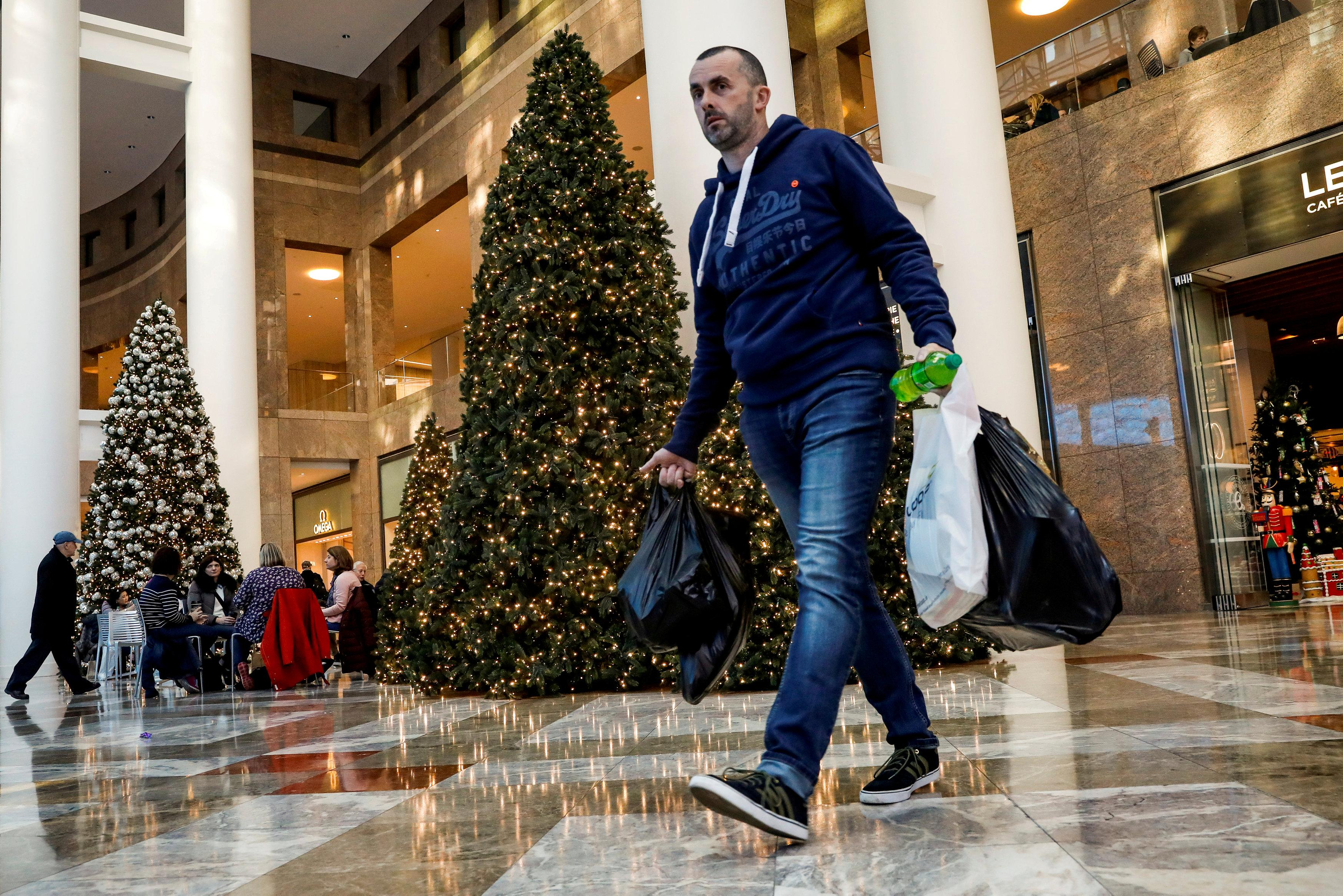 U.S. holiday sales set to break records in surprise boon to retail ...
