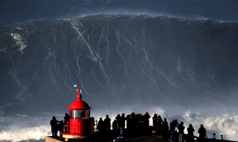 Surfing Giant Waves In Portugal Reuters Com