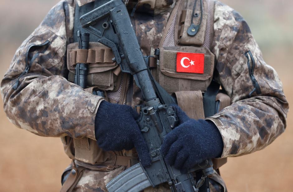 Turquia alerta EUA: cessem apoio a combatentes curdos ou arrisquem confronto