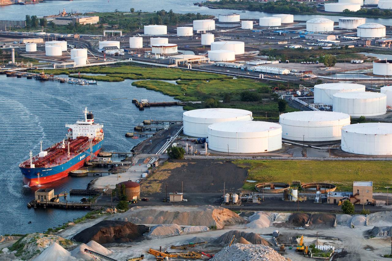 Texas flood: U S  oil exports pour into markets worldwide